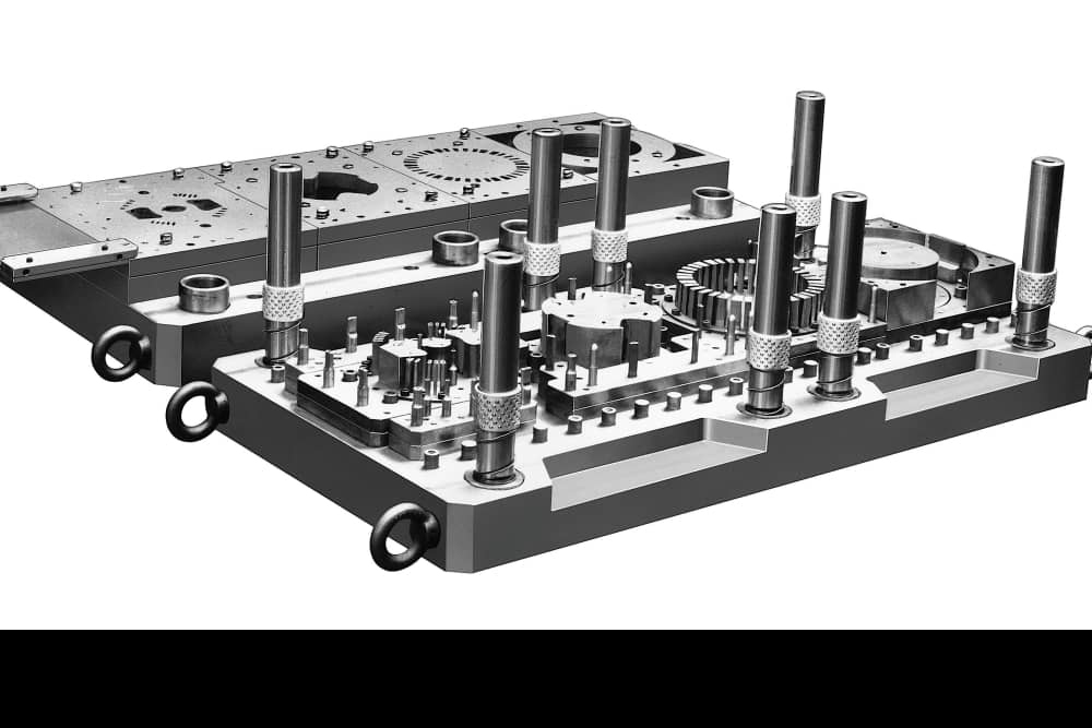 Progressive die for motorr core  manufactured in early times