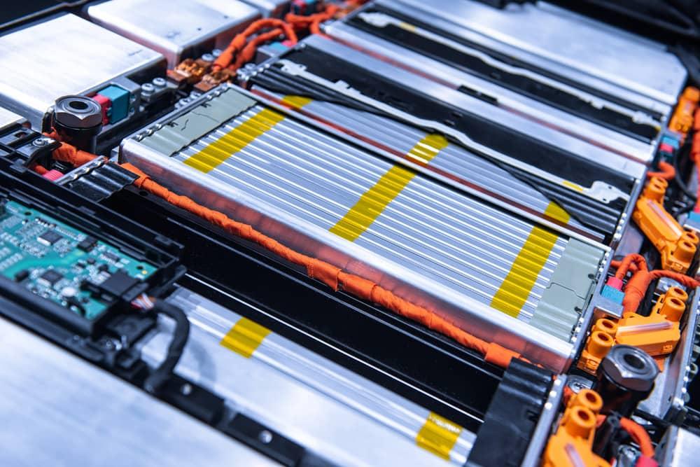 次世代自動車・半導体等電子部品の精密金型